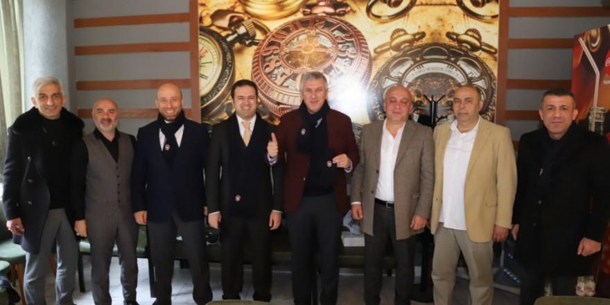 Başkan Sarıalioğlu Ofspor Kulübü yöneticileri ile bir araya geldi