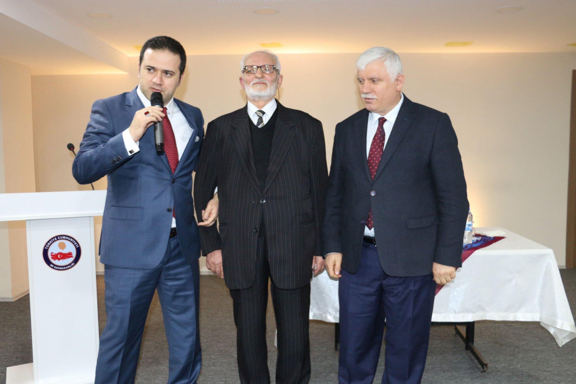 """Emekli vaiz ve yazar Kadir Sevencan'dan Of''ta """"Çanakkale Zaferi"""" konferansı"""