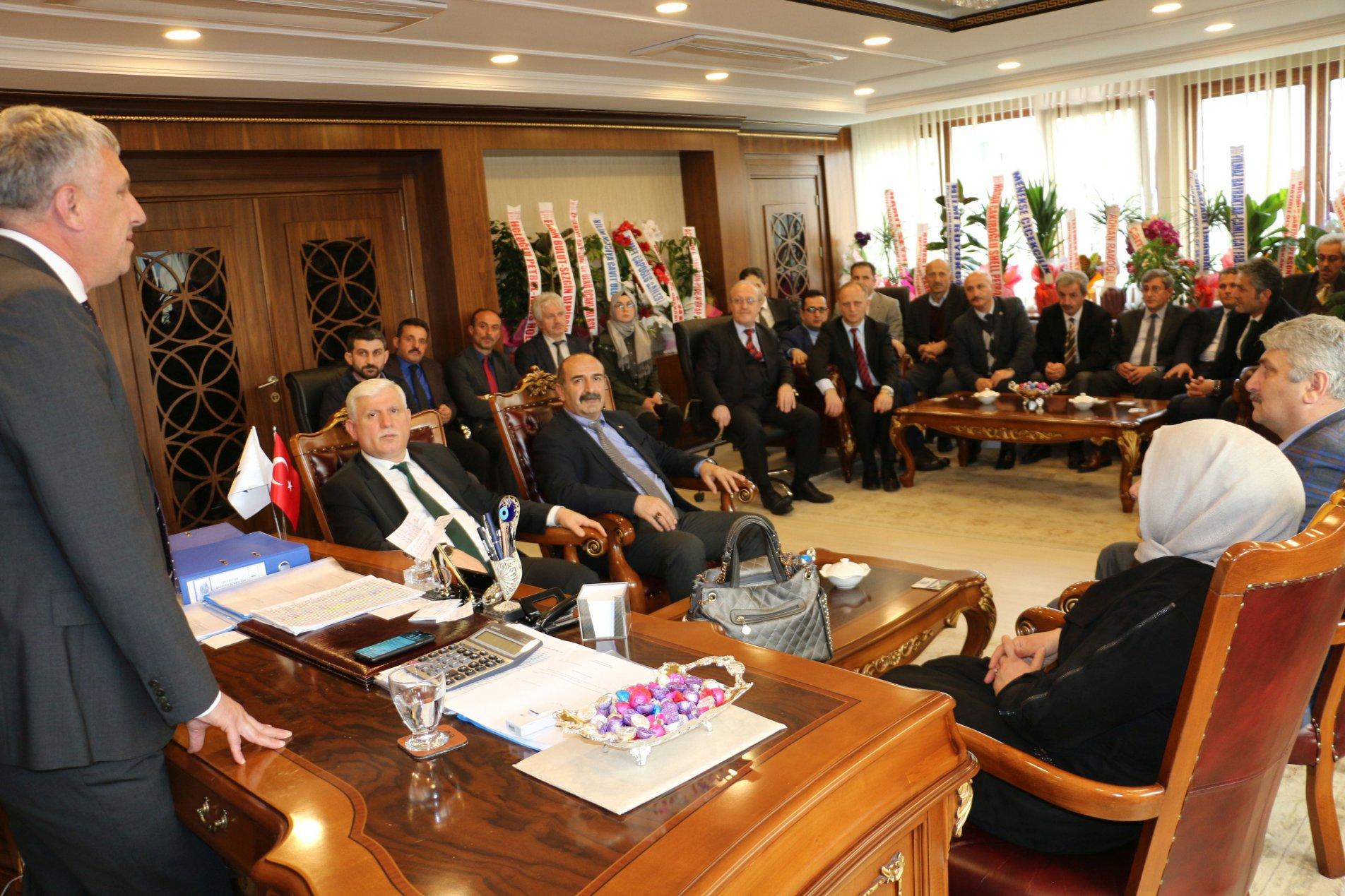 Müdür Kabahasanoğlu ve ekibinden Başkan Sarıalioğlu'na hayırlı olsun ziyareti