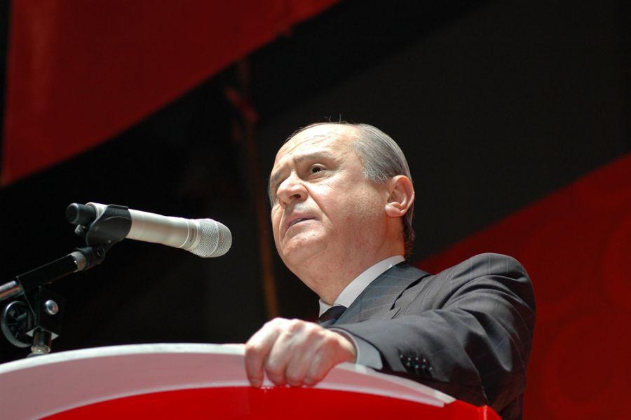 """""""MESELE ÖĞRENCİ YA DA REKTÖR MESELESİ DEĞİLDİR"""""""
