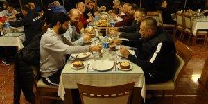 Kritik Kemerspor karşılaşması öncesi Ofspor camiası akşam yemeğinde buluştu