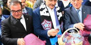 Bakan Soylu Trabzon Günleri'nde fındık ve keşan dağıttı